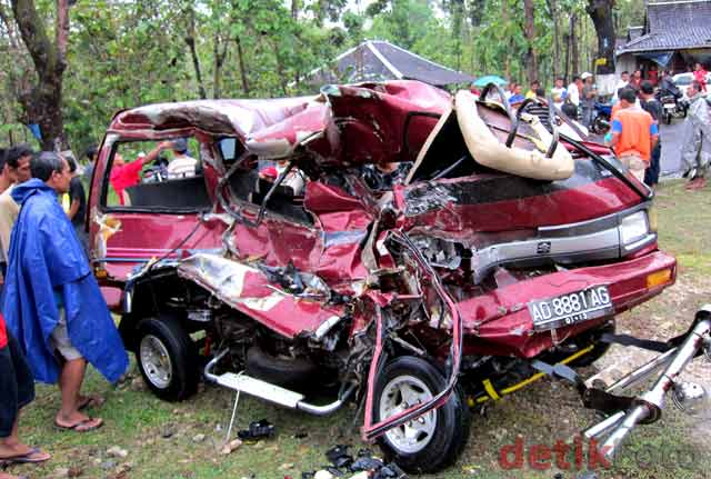 http://images.detik.com/content/2010/09/06/157/Kecelakaan-Maut1.jpg