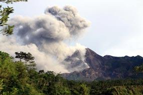 http://images.detik.com/content/2010/10/30/10/Merapi-02-Dalam.jpg