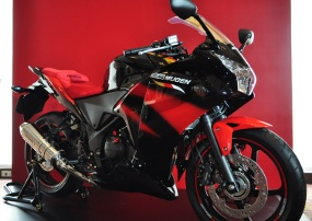 FOTO MODIFIKASI MOTOR HONDA CBR 250R -