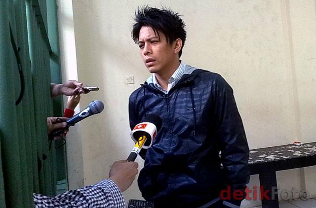 Foto Eksklusif: Ariel Jaga Penampilan di Penjara