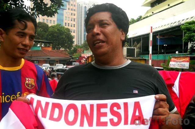 wow Pedagang Malaysia Jual Atribut Timnas Indonesia