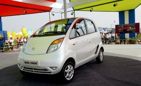 Tata Nano Nearly Collapse picture cars alerts