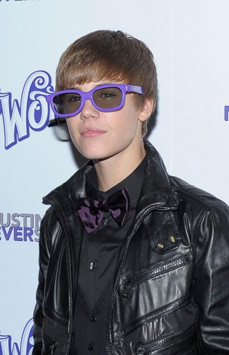 untuk penyanyi yang sedang diidolakan banyak perempuan seperti Justin
