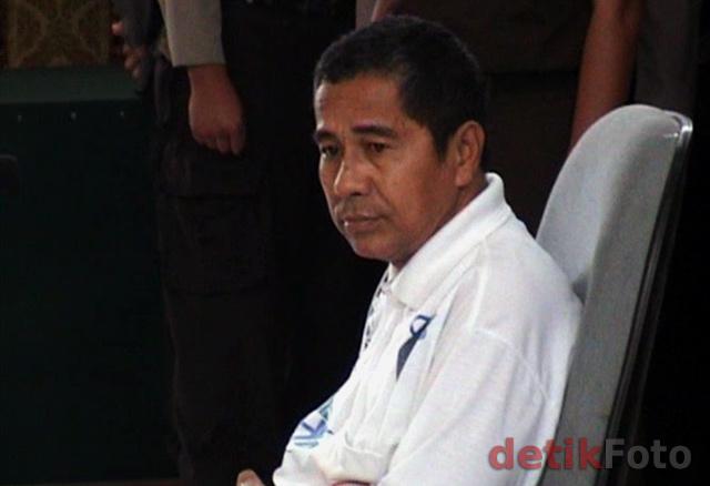 Terdakwa penistaan agama Antonius Richmond Bawengan yang divonis 5