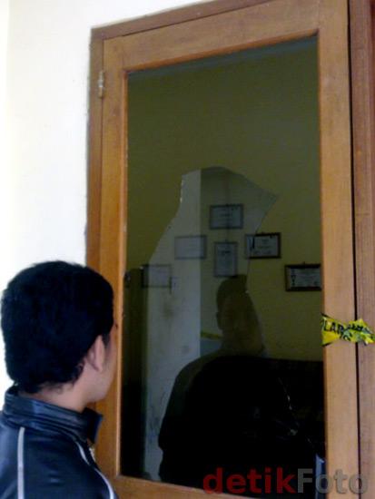 http://images.detik.com/content/2011/02/16/473/serang2.jpg