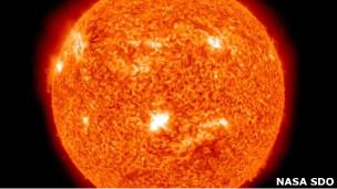 KILATAN MATAHARI RAKSASA 2011 Lidah Api Matahari Ancam Bumi Efek Badai Geomagnetik
