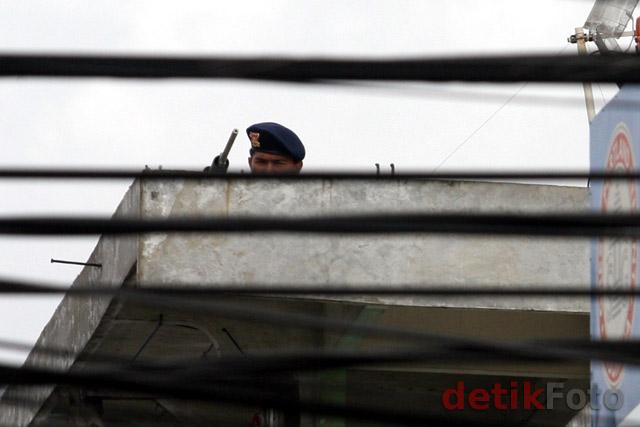 http://images.detik.com/content/2011/02/24/157/Sniper-di-PN01.jpg