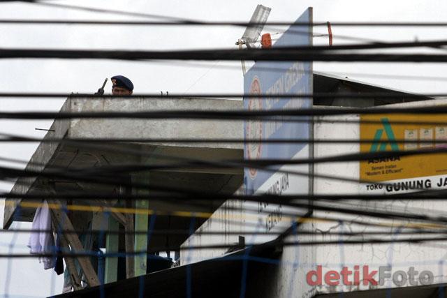 http://images.detik.com/content/2011/02/24/157/Sniper-di-PN02.jpg