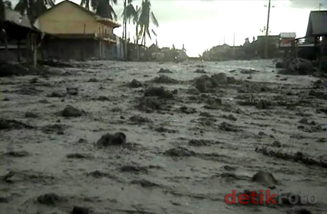 Banjir Lahar Dingin Terjang Megelang