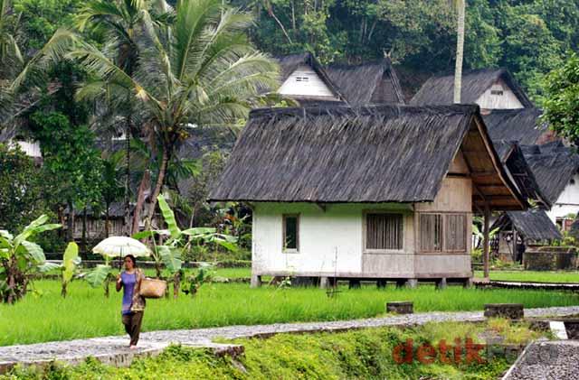 Menjejak Kaki di Kampung Naga