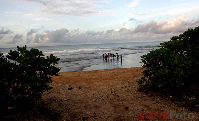 Pesona Alam Pantai Cibuaya