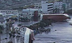 Kapal Berpenumpang 100 Orang Tersapu Tsunami Jepang
