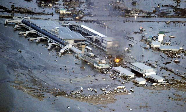 Tsunami Hantam Bandara Sendai