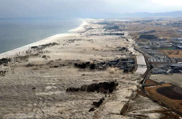 Dahsyatnya Tsunami di Jepang
