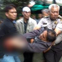 FOTO LEDAKAN PAKET BOM ULIL 2011 TANGAN POLISI PUTUS