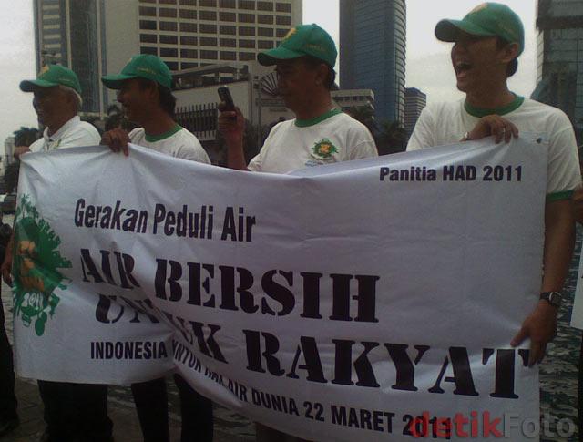 Aksi Hari Air Sedunia di Bundaran HI