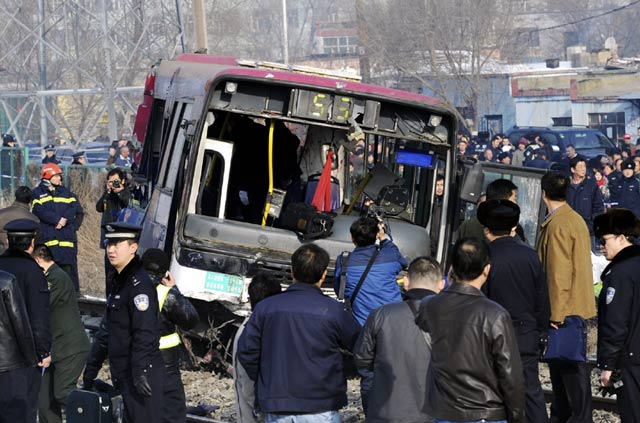 KA Tabrak Bus, 5 Orang Tewas