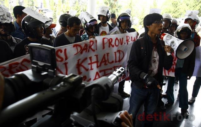 Foto Nurdin Dibakar di Riau