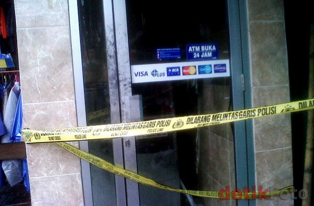 ATM BCA di Makassar Dibakar