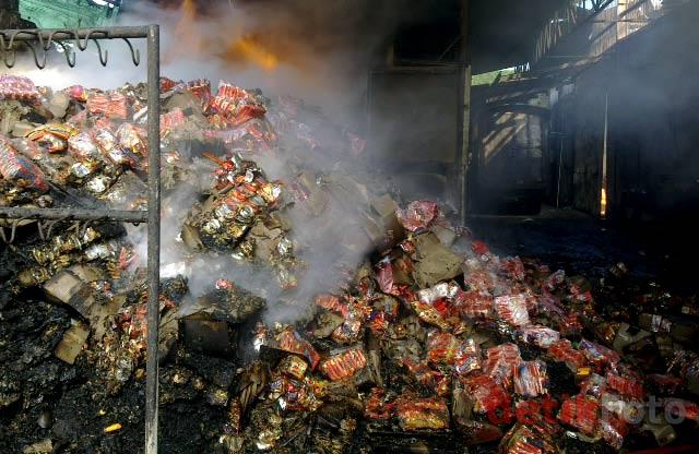 Pabrik Makanan Ringan Terbakar