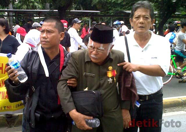Rumahnya Digusur, Purnawirawan TNI Demo