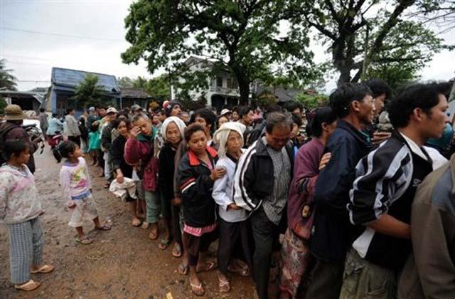 Korban Gempa Myanmar Terima Bantuan