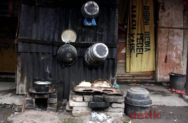 Menengok Kampung Pemulung di Keputih