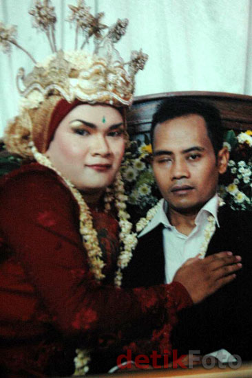 Umar-Icha Saat Menikah