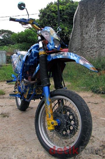 Motor Penakluk Setan Jalanan