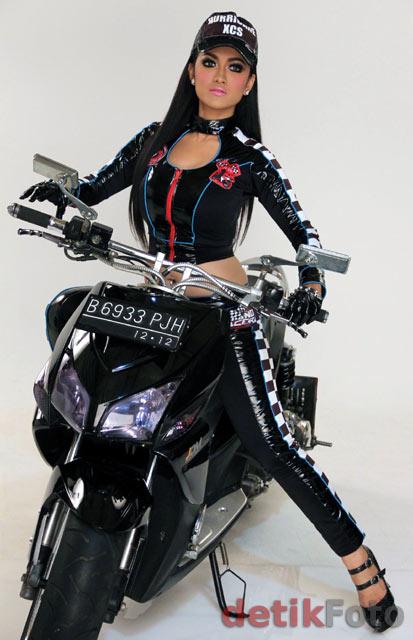 Julia Perez Jadi Biker Seksi