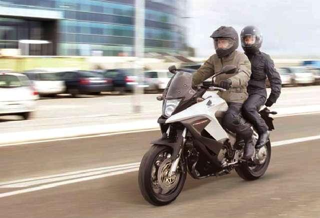 Honda Crossrunner, Pelahap Segala Jalan