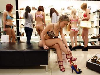 http://images.detik.com/content/2011/04/13/1141/womanshop-dlm.jpg