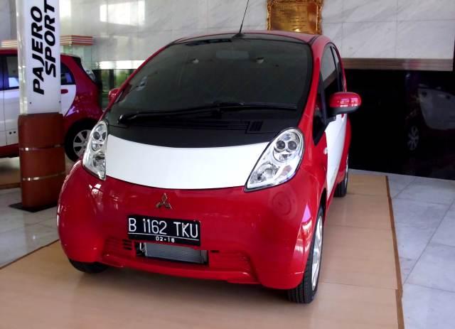 Mahalnya Pajak Mobil Listrik di Indonesia