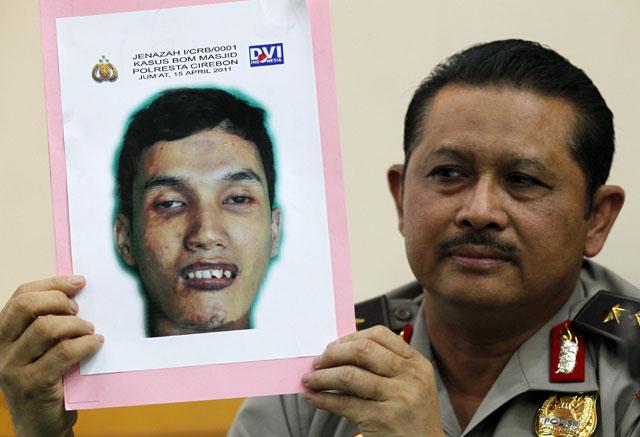 Polisi Tunjukan Foto Pelaku Bom Cirebon