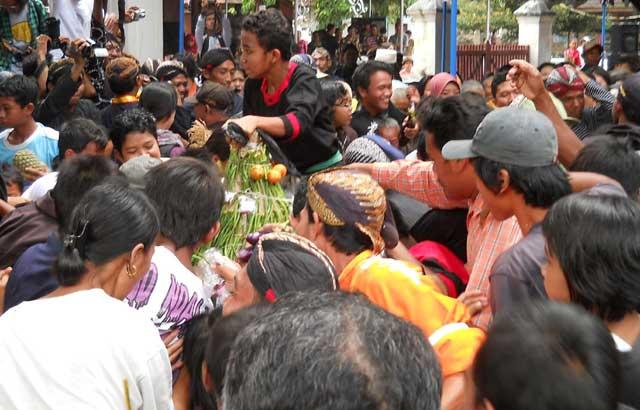 kirab-budaya-yogyakarta-17-april-2011-makam-raja-mataram-kotagede