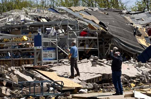 Tornado Terjang AS