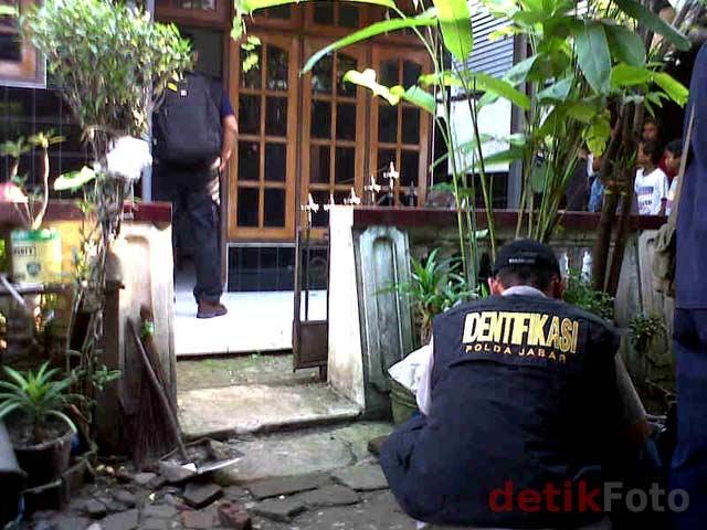 http://images.detik.com/content/2011/04/20/157/Rangkaian-Bom-04.jpg