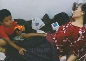 http://images.detik.com/content/2011/04/20/475/Bocah-Perawat-Ibu-D.jpg
