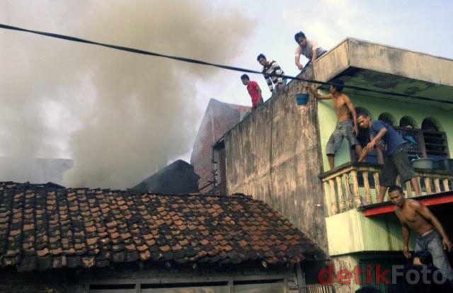 LPG Bocor, Sebuah Rumah Terbakar