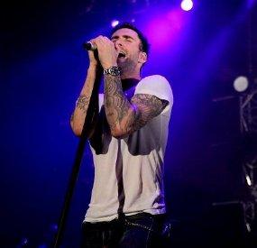 Fans Sewa Hotel Mewah Demi Bertemu Maroon 5