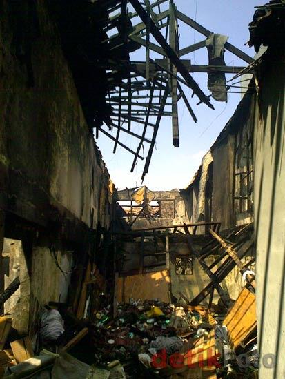 6 Toko di Jl Palmerah Barat Terbakar