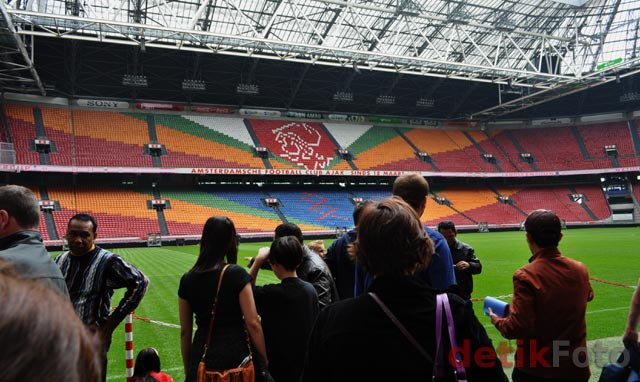 Melongok Amsterdam Arena
