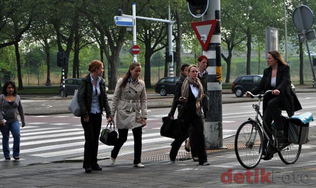 Warga Belanda Senang Pakai Ontel