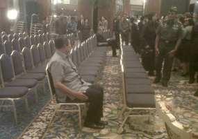 FOTO PERSIAPAN RUANG KTT ASEAN MEI 2011 KURANG MEMUASKAN DIROMBAK ULANG Persiapan KTT ASEAN Dinilai Kurang Memuaskan, SBY Cemberut