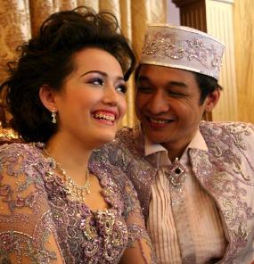 Foto ISTRI PASHA - ADEL HAMIL Istri Pasha Ungu Hamil 5 Minggu terbaru 2011