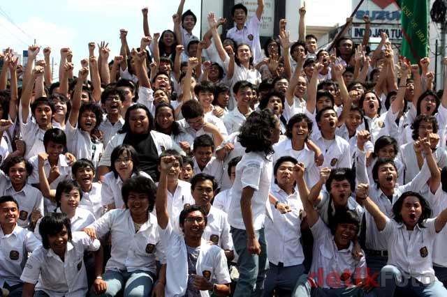 SMA Kolese De Britto (JB) Lulus Ujian 100% Tugu-Yogya03