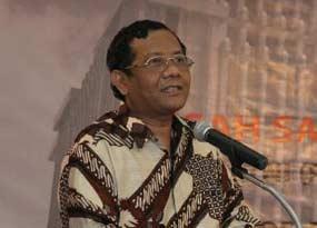 Ruhut Bela Nazaruddin, Sebut Mahfud MD Cari Popularitas