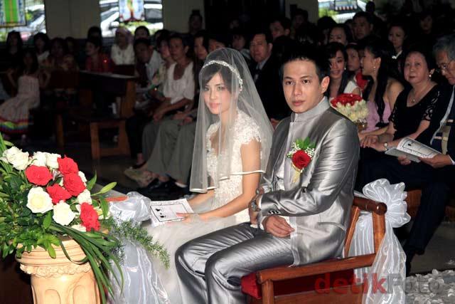 Foto Pernikahan Delon dengan Yeslin