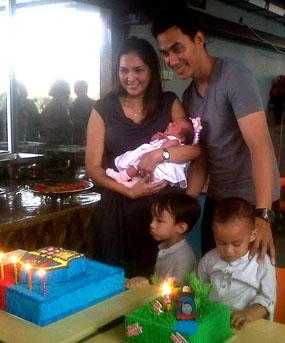 Foto DONNA MELAHIRKAN ANAK PEREMPUAN Darius & Donna Tak Menyangka Dapat Anak Perempuan 2011