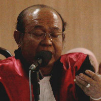 Didatangi KPK, Istri Hakim Syarifuddin Histeris